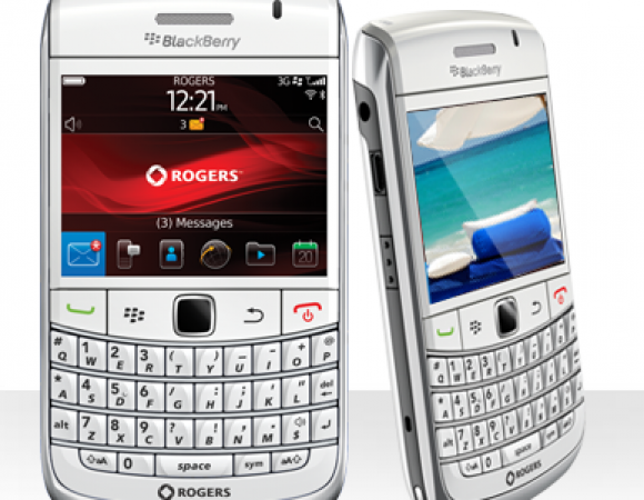 The White BlackBerry Bold 9780 For Rogers Is Now Available