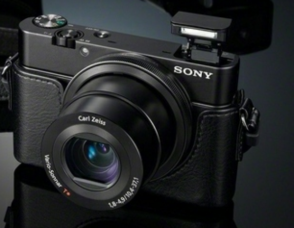Sony Unveils A New Member To The Cyber Shot Family With The 20.2MP, f/1.8 Lens DSC-RX100
