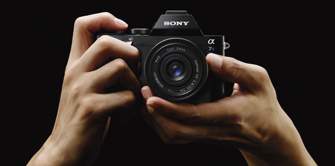 Sony-A7s-hands