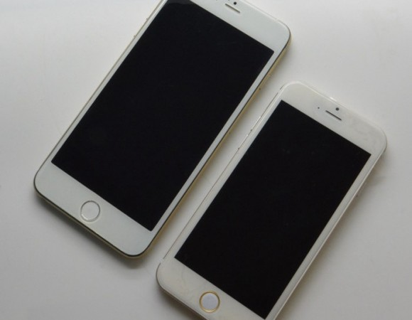 A Closer Look At 4.7inch + 5.5inch iPhone 6 Models Side-By-Side