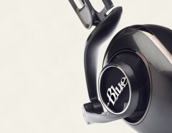 Meet Mo-Fi: Blue's Headphones With A Built-In Amp Inside (Video)
