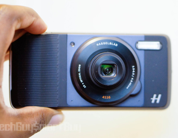 Hasselblad True Zoom Camera Moto Mod Review